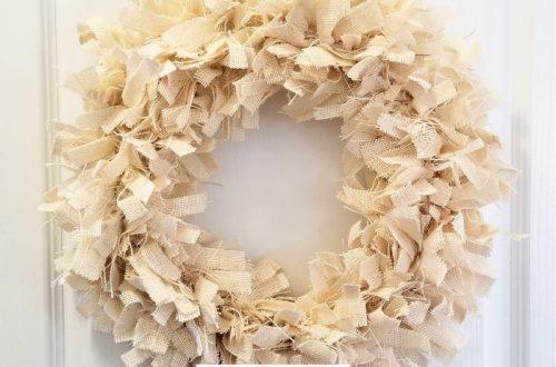 DIY burlap rag wreath tutorial, completed farmhouse style burlap rag wreath