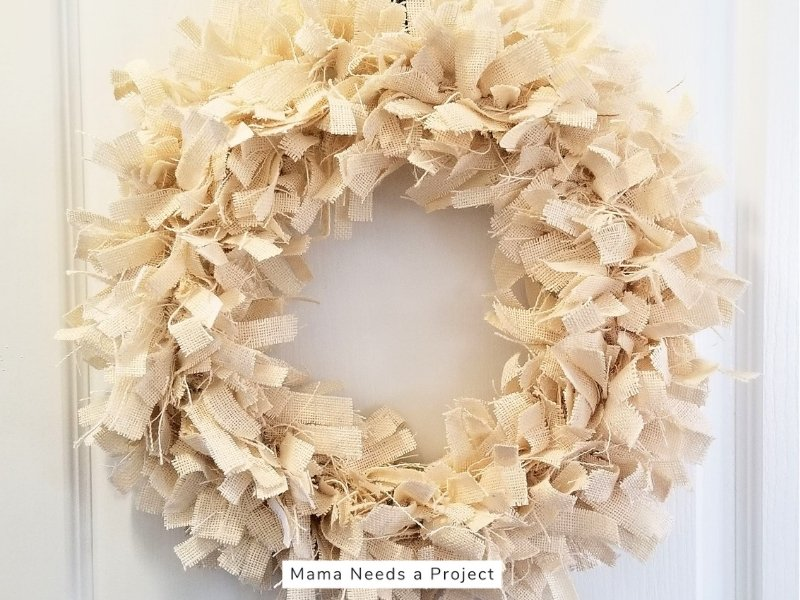 DIY burlap rag wreath tutorial, completed farmhouse style burlap rag wreath